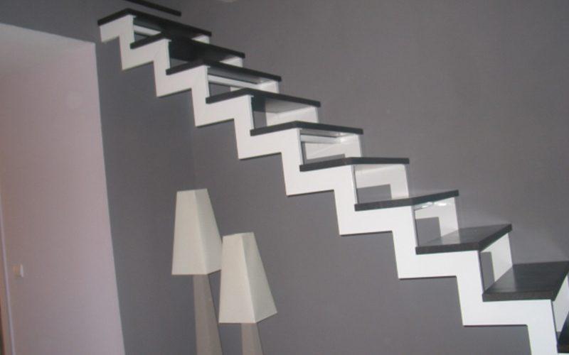Escalier métal et marches bois