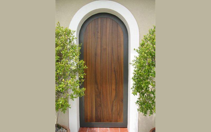 Porte d'entrée métal et bois plein cintre