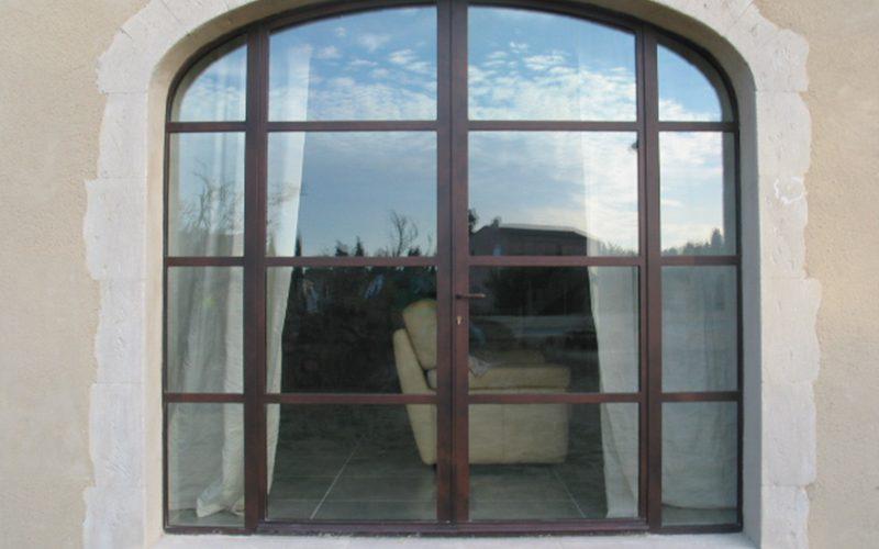 Baie vitrée 4 vantaux avec imposte en anse de panier